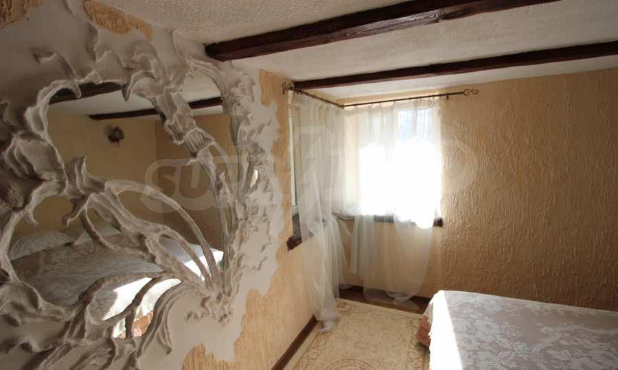 Реновирана двуетажна къща само на 24 км от Велико Търново  25