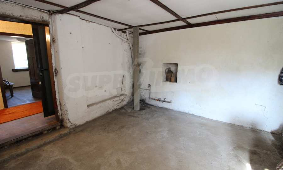 Реновирана двуетажна къща само на 24 км от Велико Търново  30