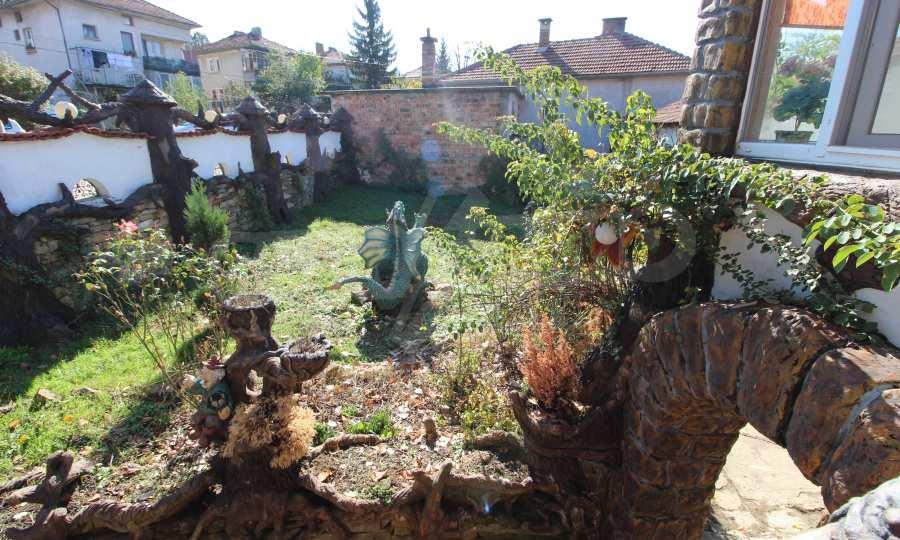 Реновирана двуетажна къща само на 24 км от Велико Търново  31