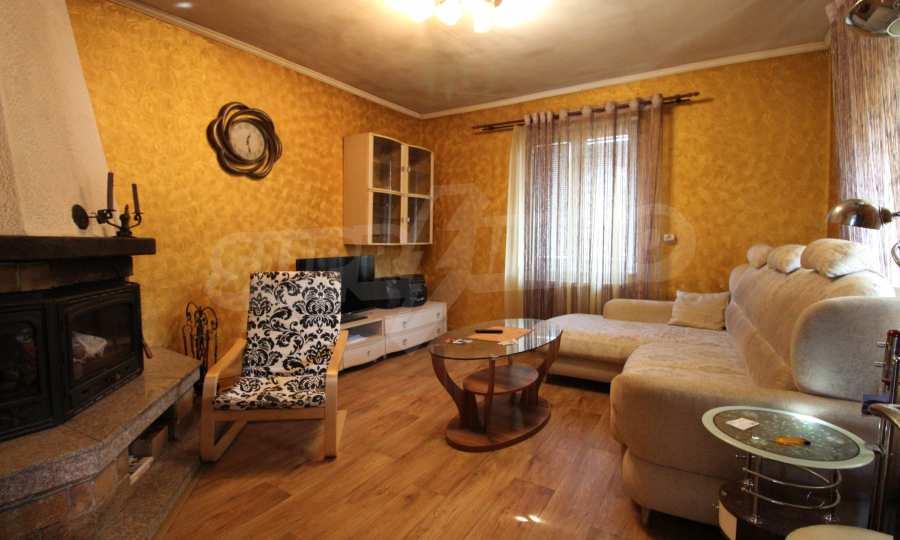 Реновирана двуетажна къща само на 24 км от Велико Търново  36