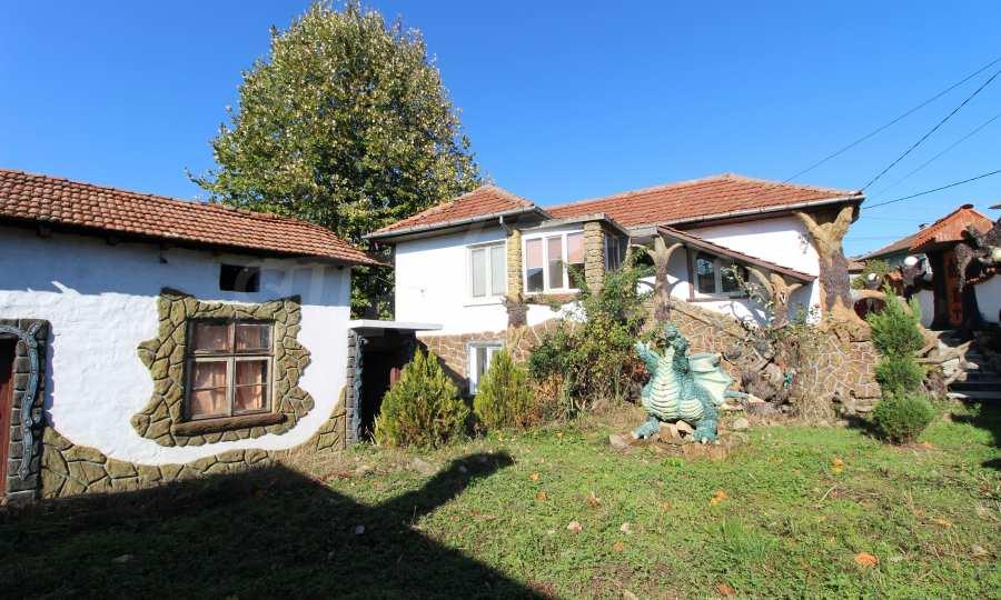 Реновирана двуетажна къща само на 24 км от Велико Търново  6