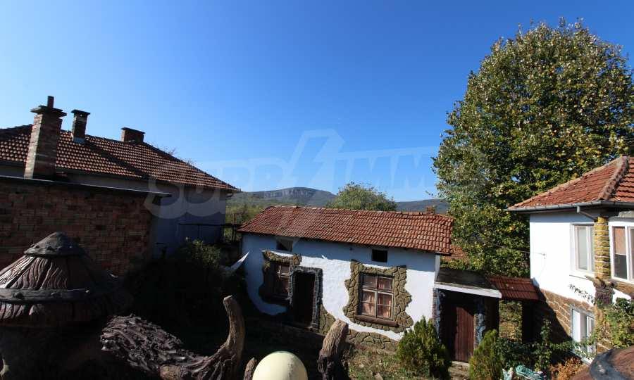 Реновирана двуетажна къща само на 24 км от Велико Търново  60