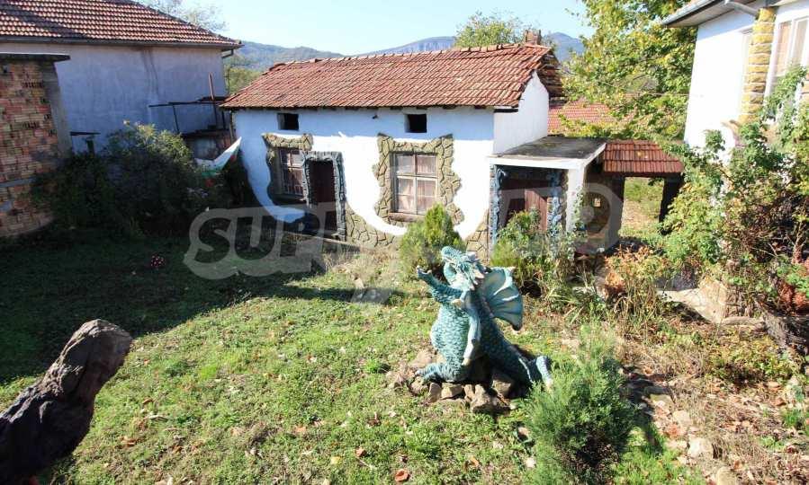 Реновирана двуетажна къща само на 24 км от Велико Търново  61