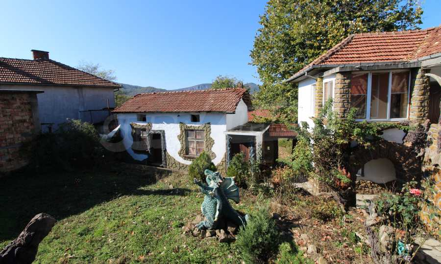 Реновирана двуетажна къща само на 24 км от Велико Търново  62