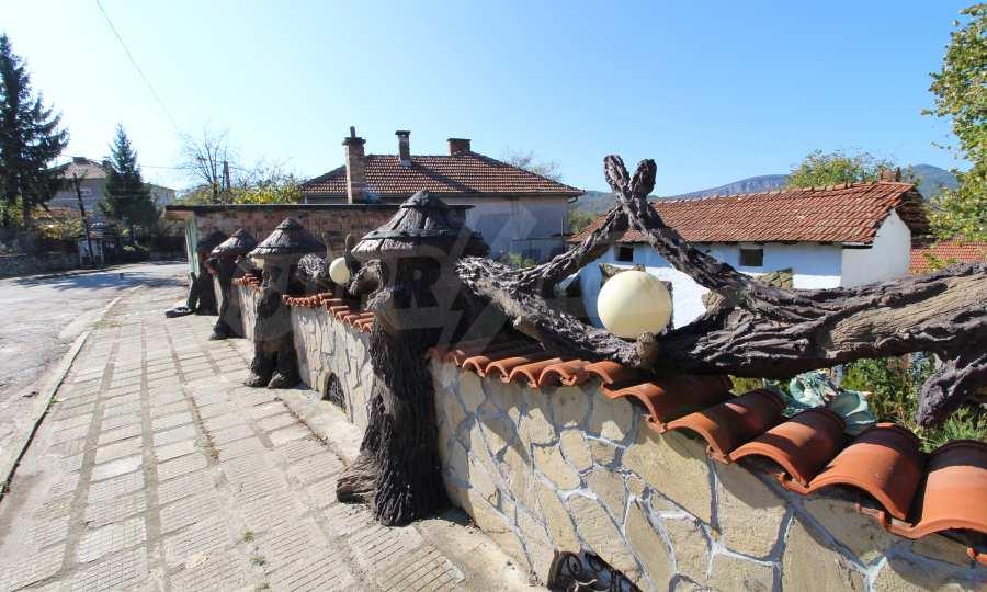 Реновирана двуетажна къща само на 24 км от Велико Търново  63