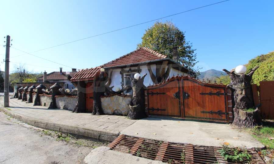 Реновирана двуетажна къща само на 24 км от Велико Търново  66