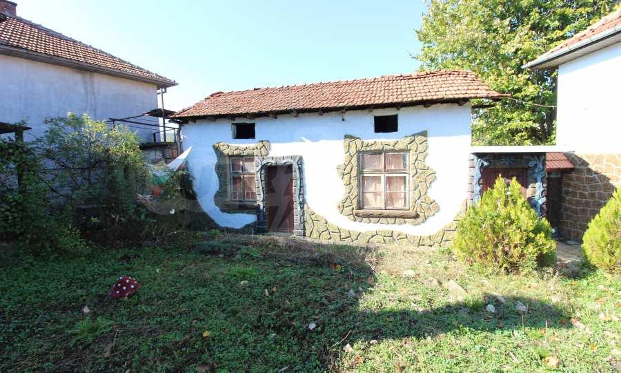 Реновирана двуетажна къща само на 24 км от Велико Търново  7