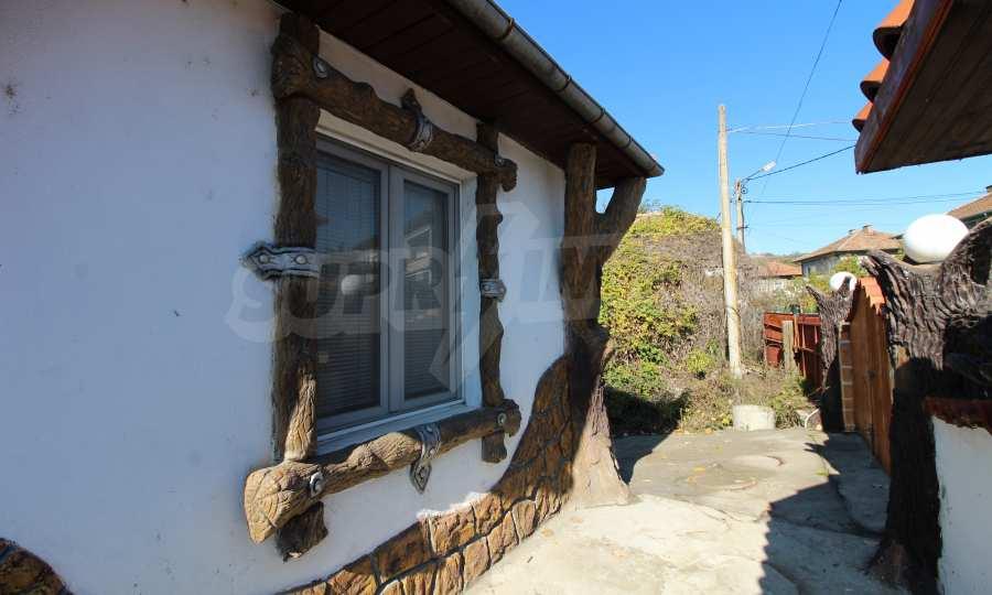 Реновирана двуетажна къща само на 24 км от Велико Търново  69