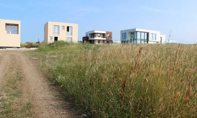 Регулиран парцел във вилна зона до курорта Лозенец 1