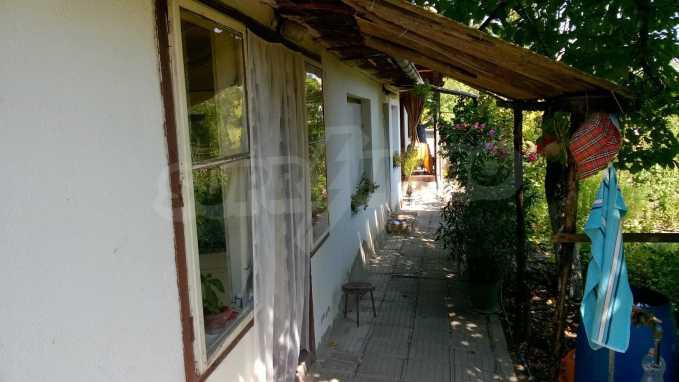 Чудесна едноетажна къща с в село до язовир  9