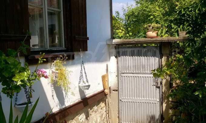 Чудесна едноетажна къща с в село до язовир  12