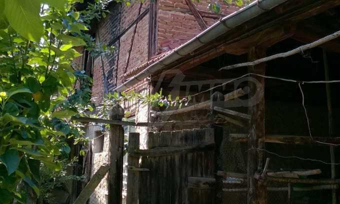 Чудесна едноетажна къща с в село до язовир  14