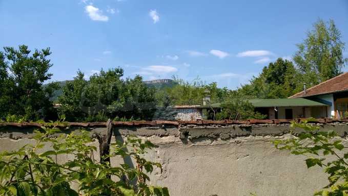 Чудесна едноетажна къща с в село до язовир  17