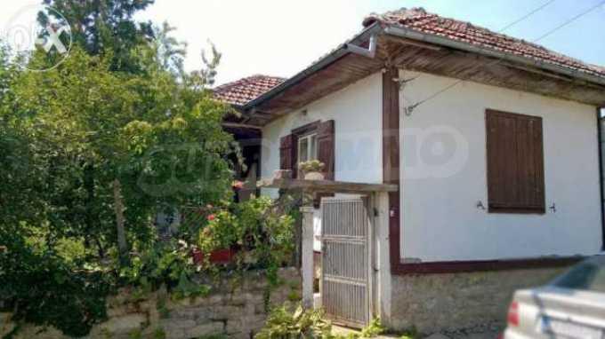 Чудесна едноетажна къща с в село до язовир  1