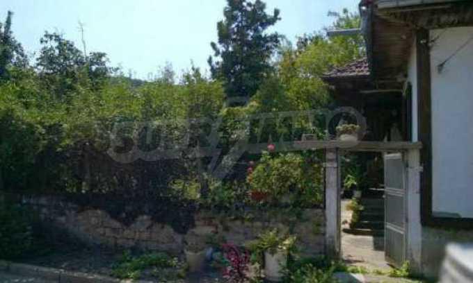 Чудесна едноетажна къща с в село до язовир  33