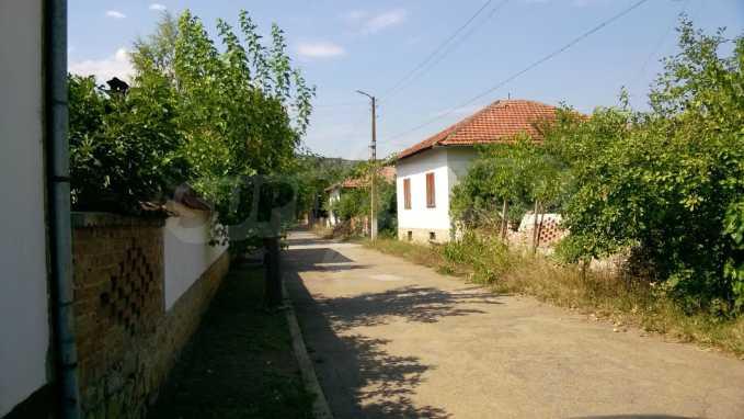Чудесна едноетажна къща с в село до язовир  34