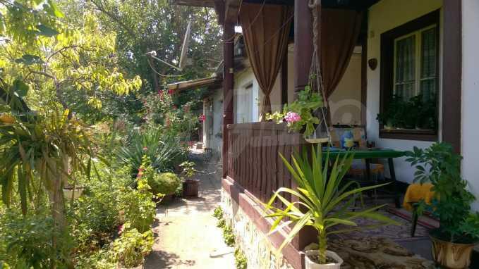 Чудесна едноетажна къща с в село до язовир  3