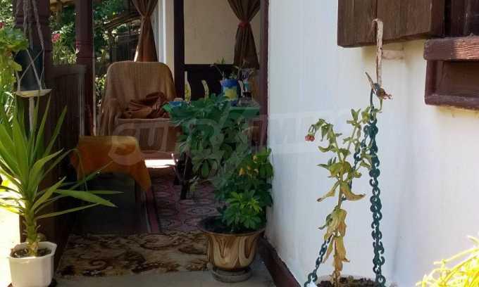 Чудесна едноетажна къща с в село до язовир  4