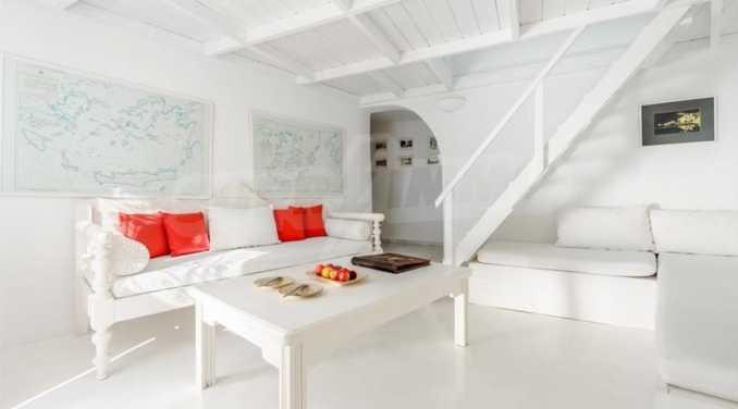 Романтична вила с приказни пейзажни на остров Санторини 6