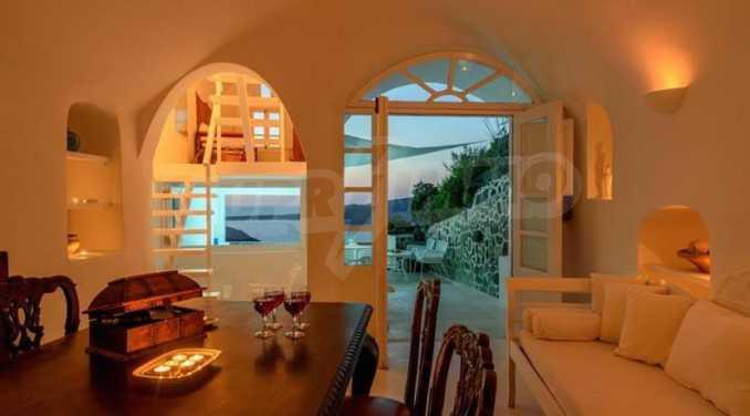 Романтична вила с приказни пейзажни на остров Санторини 14