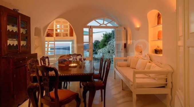 Романтична вила с приказни пейзажни на остров Санторини 15