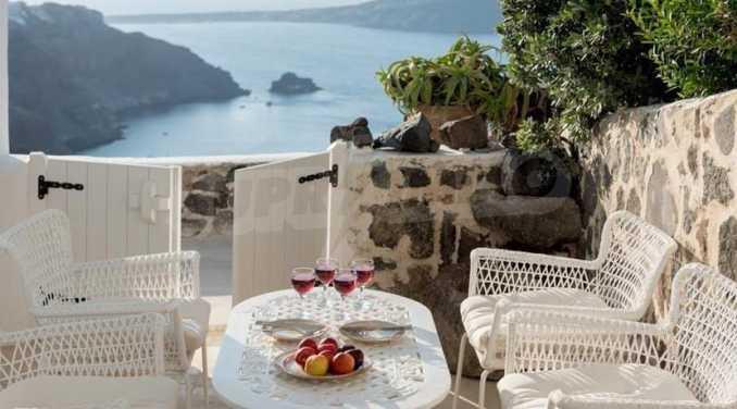 Романтична вила с приказни пейзажни на остров Санторини 19