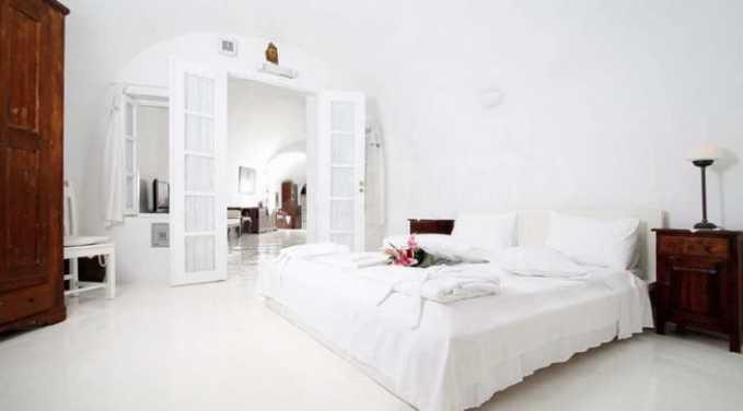 Романтична вила с приказни пейзажни на остров Санторини 11