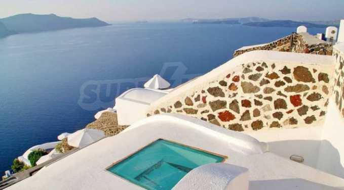 Романтична вила с приказни пейзажни на остров Санторини 17