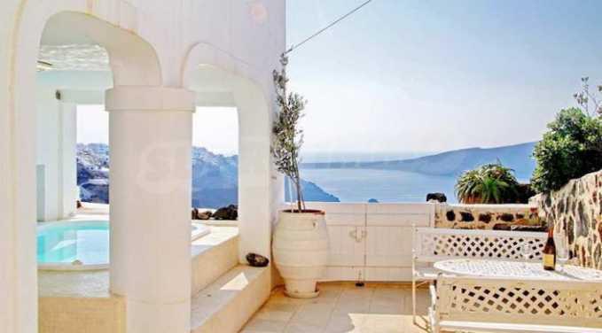 Романтична вила с приказни пейзажни на остров Санторини 18