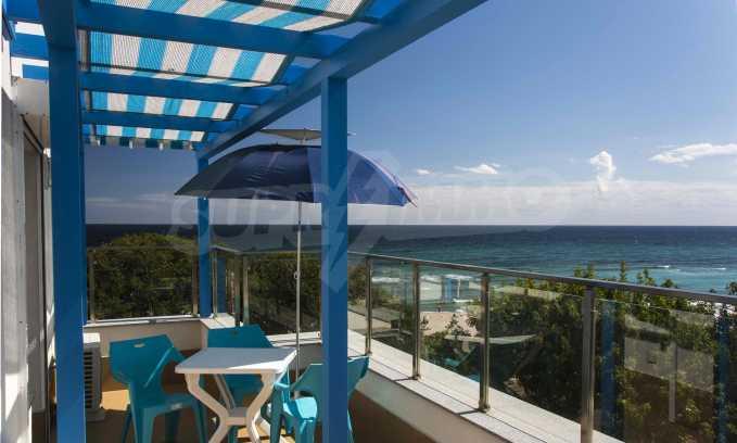 Стилен жилищен комплекс в непосредствена близост до плажа в Лозенец 5