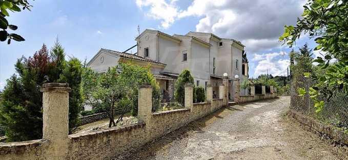 Großartige Residenz in Viros, Zentrales Korfu.  1
