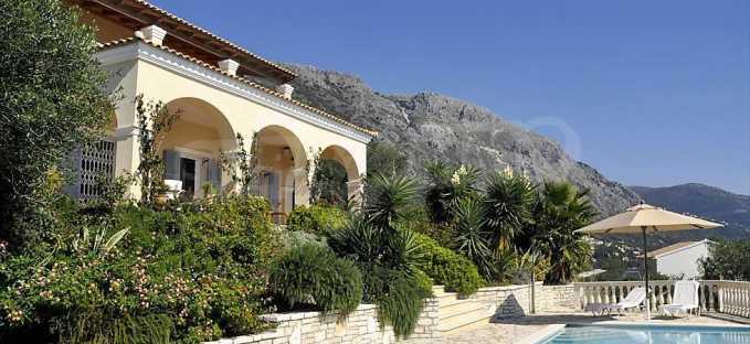 Traum-Villa mit Schwimmbad und atemberaubender Meeraussicht
