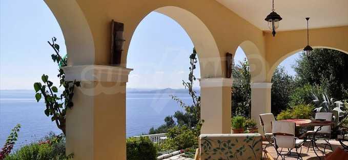 Traum-Villa mit Schwimmbad und atemberaubender Meeraussicht 3