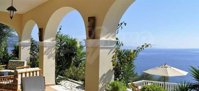 Traum-Villa mit Schwimmbad und atemberaubender Meeraussicht 4