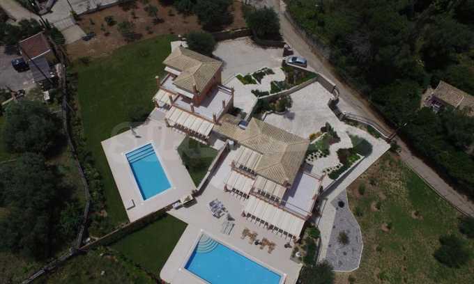 Attraktive Villa mit Schwimmbad in Guwia 14