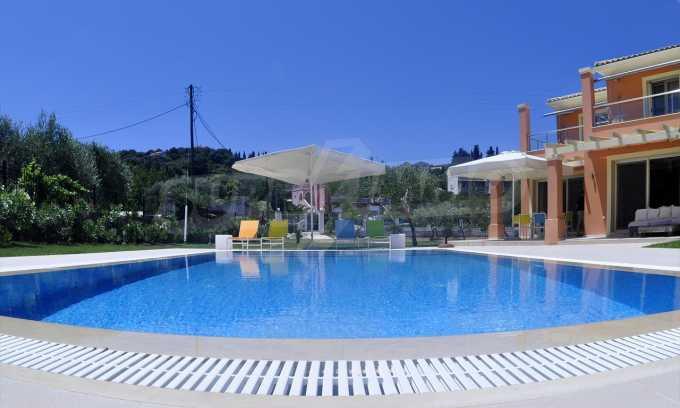 Attraktive Villa mit Schwimmbad in Guwia 3