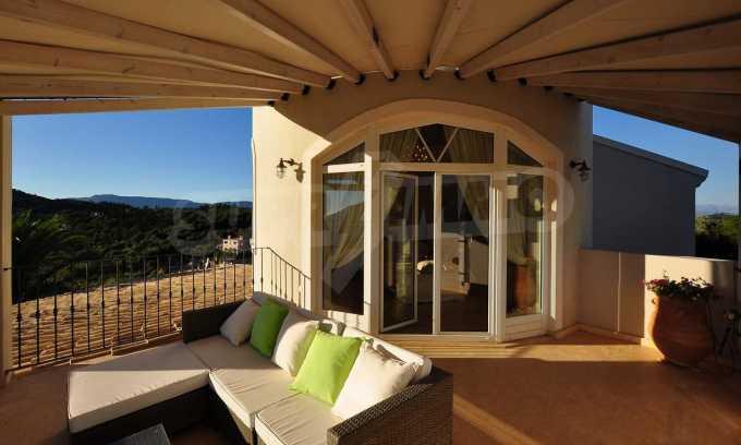 Erstklassige Villa mit einer wunderschönen Meeraussicht  13