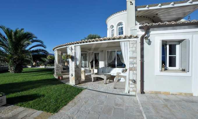Erstklassige Villa mit einer wunderschönen Meeraussicht  16