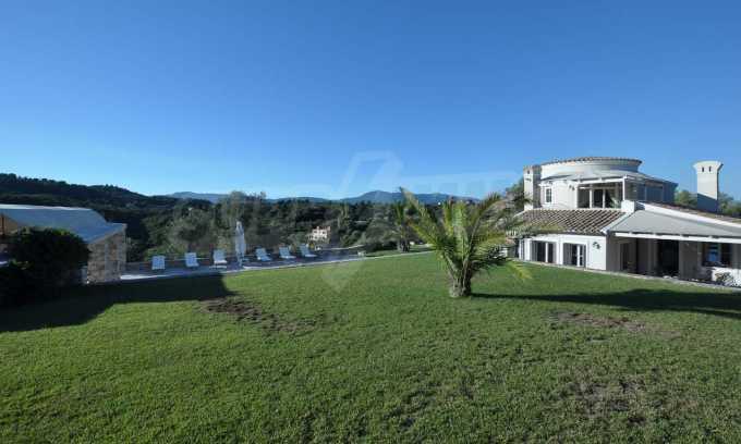 Erstklassige Villa mit einer wunderschönen Meeraussicht  17