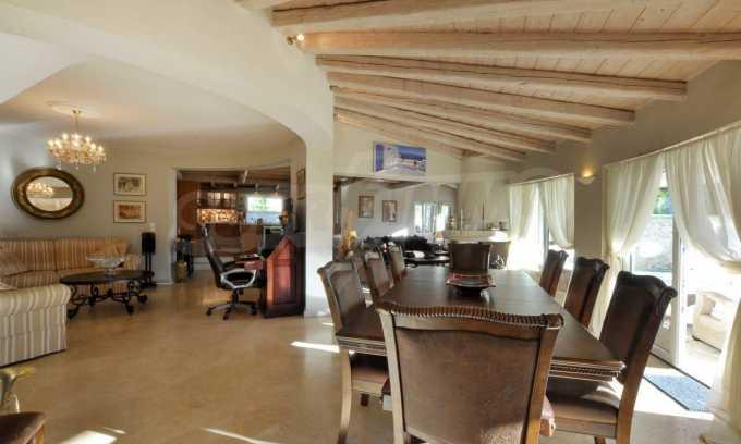 Erstklassige Villa mit einer wunderschönen Meeraussicht  3