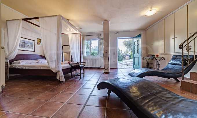 Moderne Villa mit einer künstlerischen Dekoration für die Liebhaber von Ruhe 9