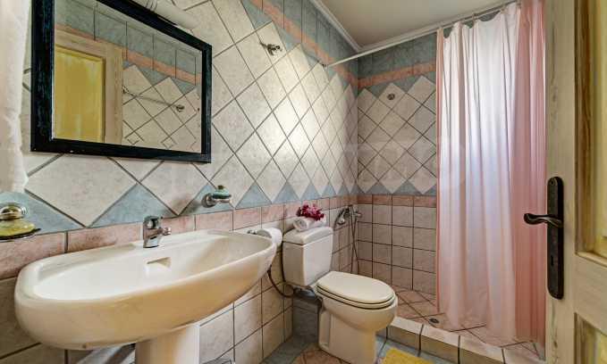 Moderne Villa mit einer künstlerischen Dekoration für die Liebhaber von Ruhe 12