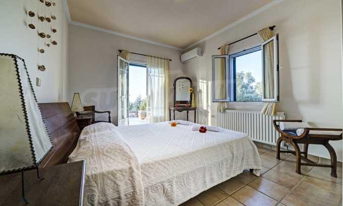 Moderne Villa mit einer künstlerischen Dekoration für die Liebhaber von Ruhe 13
