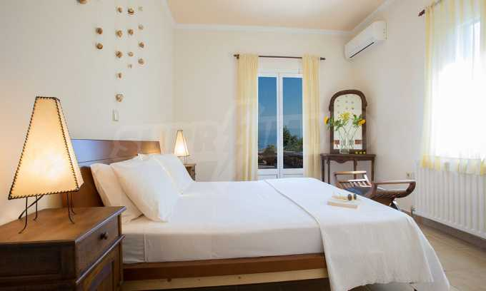 Moderne Villa mit einer künstlerischen Dekoration für die Liebhaber von Ruhe 18