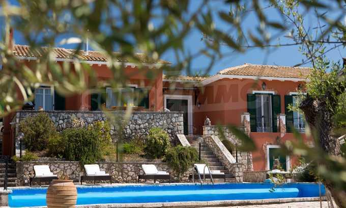 Moderne Villa mit einer künstlerischen Dekoration für die Liebhaber von Ruhe 23