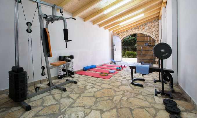 Moderne Villa mit einer künstlerischen Dekoration für die Liebhaber von Ruhe 24