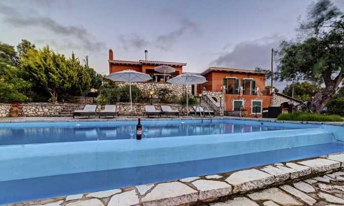 Moderne Villa mit einer künstlerischen Dekoration für die Liebhaber von Ruhe 27