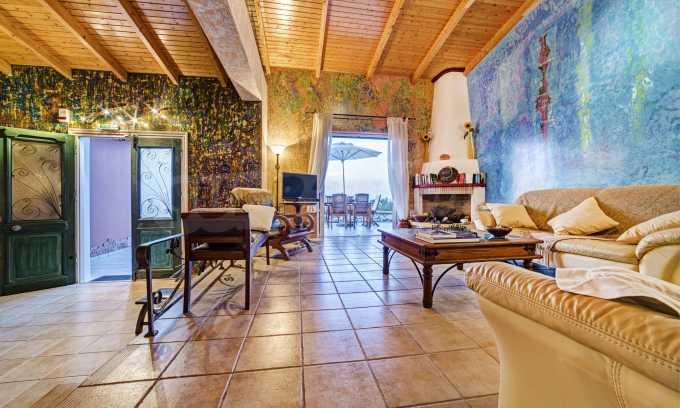 Moderne Villa mit einer künstlerischen Dekoration für die Liebhaber von Ruhe 4