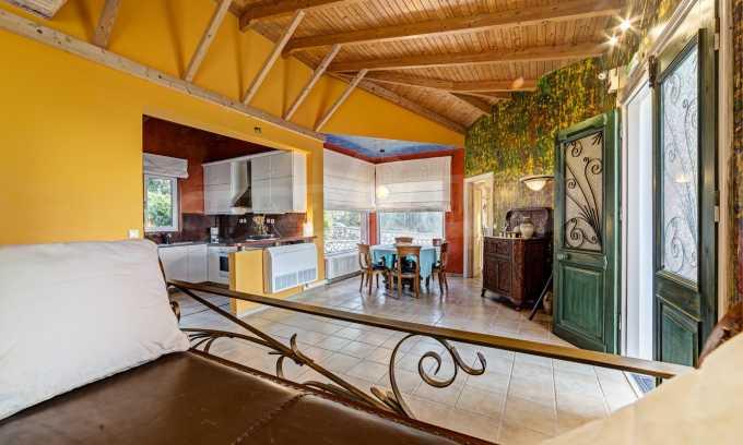Moderne Villa mit einer künstlerischen Dekoration für die Liebhaber von Ruhe 5