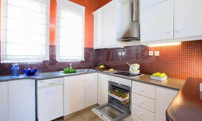 Moderne Villa mit einer künstlerischen Dekoration für die Liebhaber von Ruhe 6